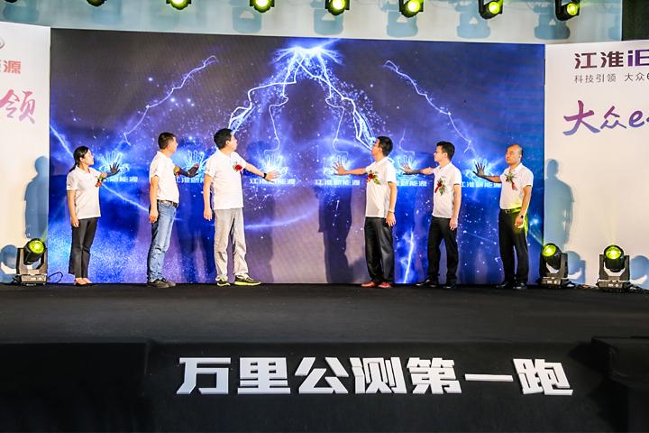 """""""万里公测第一跑""""燃擎上海 """"万人空巷抢6E""""引爆全场"""