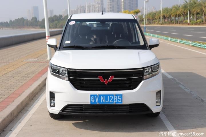 装载王五菱宏光PLUS再推新车型,售价5.98万起,搭全新1.5L+6MT