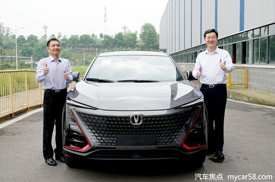 """买车就买""""两江智造""""!段成刚为长安UNI-T现场""""带货"""""""