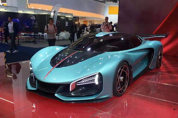 中国版布加迪定档官宣,1.9秒破百,搭V8混动系统