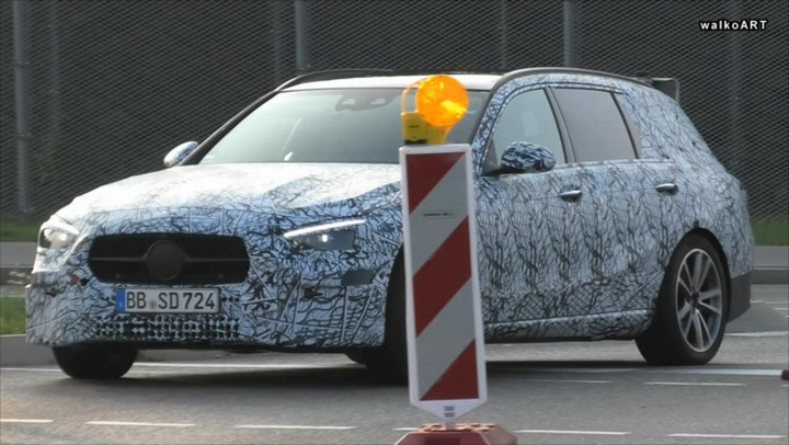 奔驰C级旅行版谍照曝光,最新前脸造型,明年发布