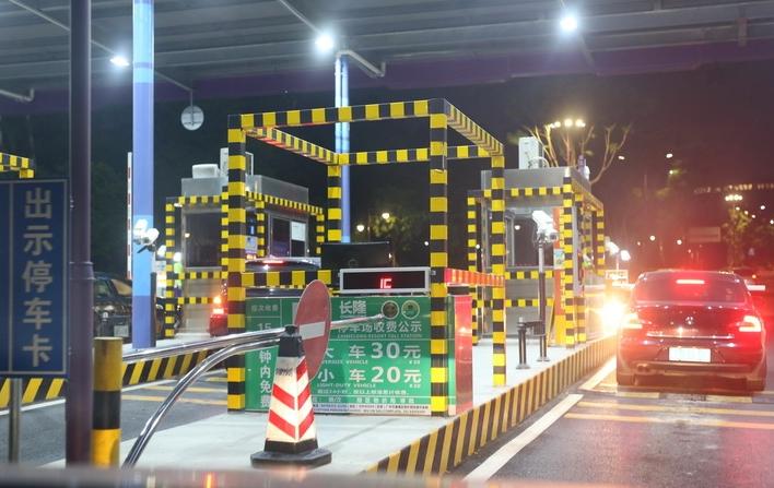 国庆(中秋)假期高速免费:八天时间,以车辆驶离出口收费车道时间为准!
