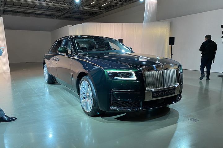 新古思特加长版全球首发,车身尺寸越发修长,搭V12发动机