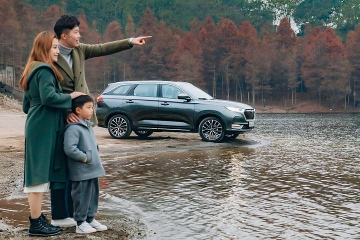 """轴距2.78米,安全又智能,开长安欧尚X7去理塘""""偶遇""""丁真"""