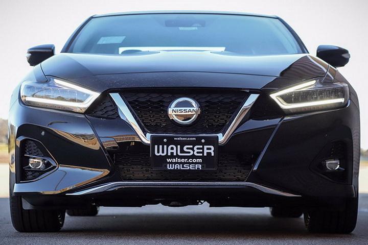 新款日产西玛海外实拍,高级黑配色,搭3.5L V6引擎