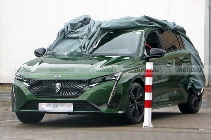 新一代标致308实车曝光,造型帅气,搭全新车标