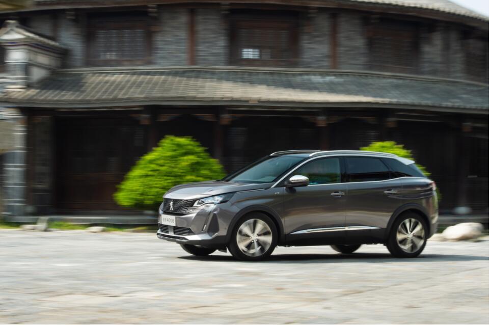 全面升级焕新 试驾新法式臻品SUV东风标致全新5008